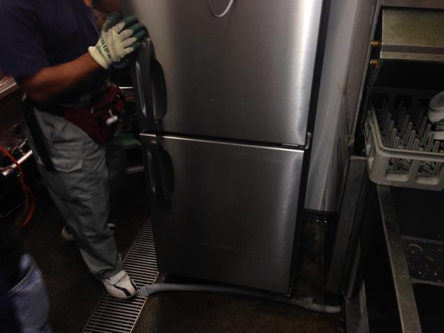 冷蔵庫移動前