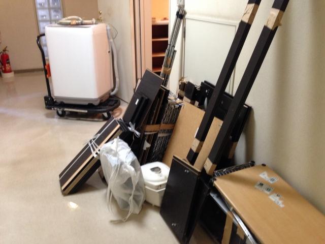 廊下に置いてある粗大ごみ