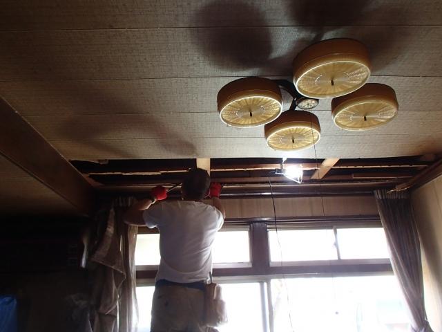 天井解体開始!