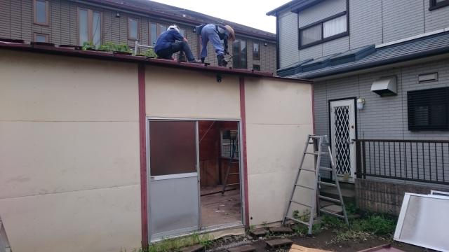 屋根の解体中