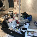 部屋の中のゴミ
